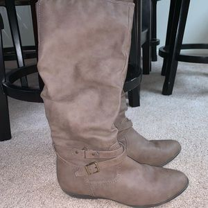 Shoes - Like new Women's size 8.5 brown boots